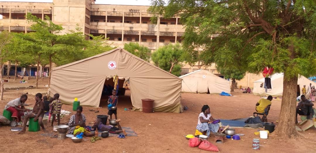 Assistance en abri provisoire pour les personnes déplacées
